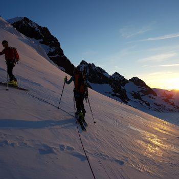 Levé de soleil pendant l'ascension de Roche-Faurio