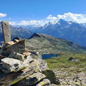 Pointe des Couloureuses et le lac du retour faisant face au Mont Pourri